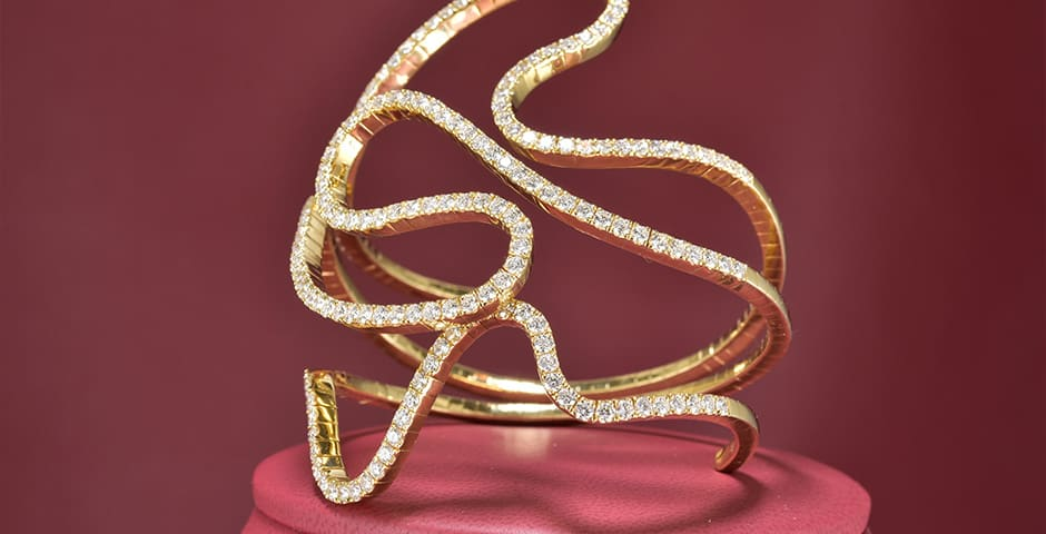Yellow 18 Karat Spring Tension Free Form Bracelet With 7.57Tw Round F/G Vs1 Diamonds